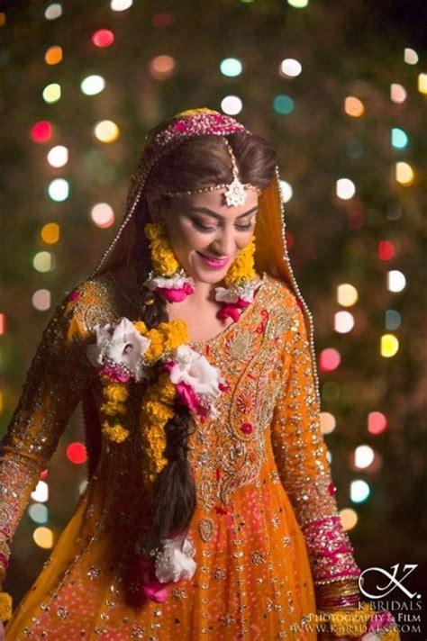 popular bridal mehndi dresses  beautiful designs