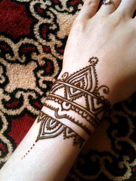 intricate mehndi tattoos  women
