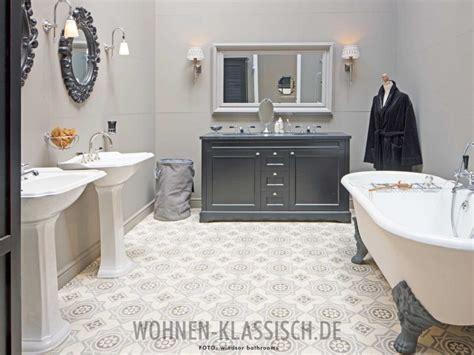 Badezimmer Fliesen Klassisch by Bad Im Sympathischen Inselcharme Klassisch Wohnen
