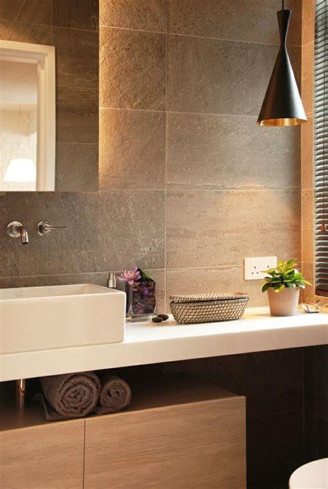 eclairage indirect salle de bain 1000 id 233 es sur le th 232 me salle de bains taupe sur bureau antre masculin salle de