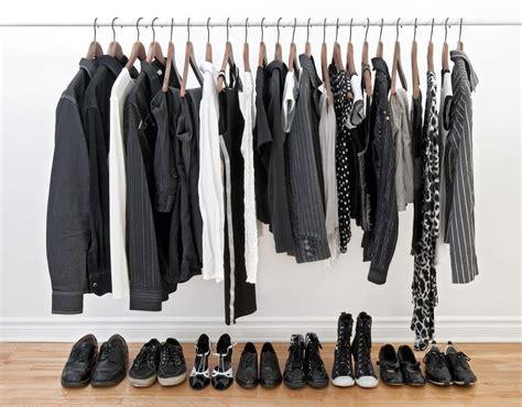 Kleidung Platzsparend Aufbewahren by Tresor Oder Holzregal Schuhe Platzsparend Aufbewahren