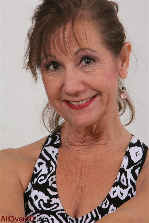 Mature Housewife Loves To Undress And Practice Sports
