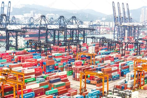 chambre de commerce de hong kong conteneurs au port de commerce de hong kong photo