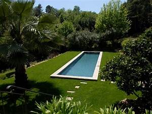 le gazon synthetique pour jardins gazon synthetique With gazon synthetique autour d une piscine
