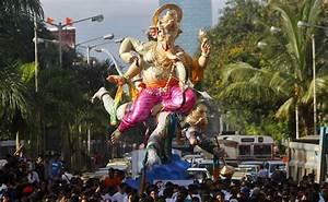 images gallery: Mumbai Ganesh Visarjan 2012