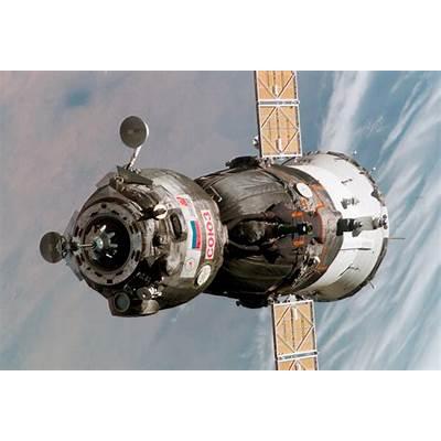 File:Soyuz TMA-6 spacecraft.jpg - Wikipedia