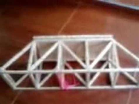 puente resistente con palos de paleta