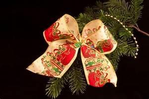 Schleifen Für Weihnachtsbaum : christbaumschleife mit geschenkmotiv christbaumkugeln christbaumschmuck und weihnachtskugeln ~ Whattoseeinmadrid.com Haus und Dekorationen
