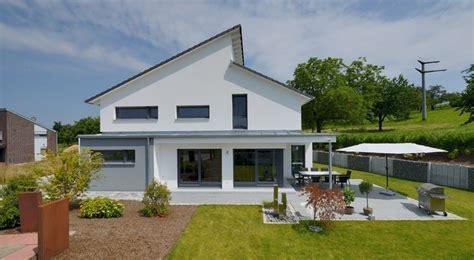 Modernes Haus Mit Versetztem Pultdach  Haus Pinterest