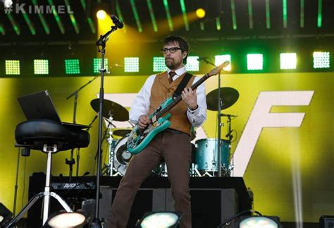 Teenage Fan Convinces Weezer To Play The Toto Song 'africa