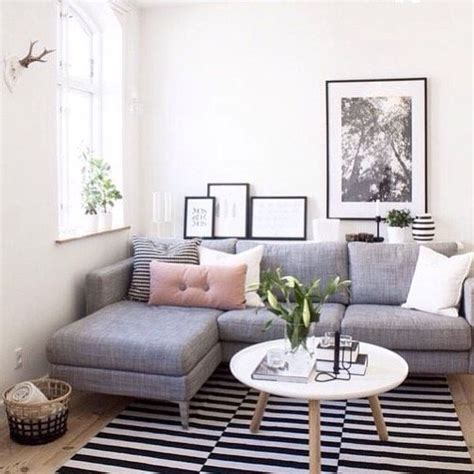 Decorating Ideas For Small Living Room by 23 Beautifully Decorated Small Living Rooms With Big Statement