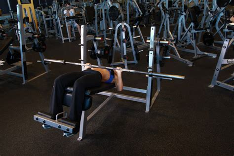 Decline Bench Press by Decline Barbell Bench Press Exercise Guide And