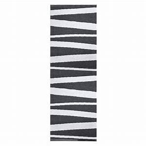 tapis de couloir are raye noir et blanc sofie sjostrom With tapis couloir avec canapé blanc design