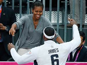First lady Michelle Obama hugs entire U.S. basketball team ...