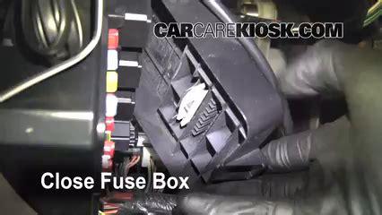 ubicacion de caja de fusibles interior en ford windstar
