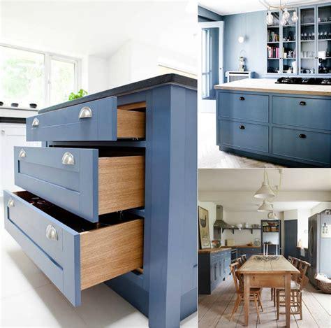 cuisine en bleu cuisine bleu gris canard ou bleu marine code couleur et