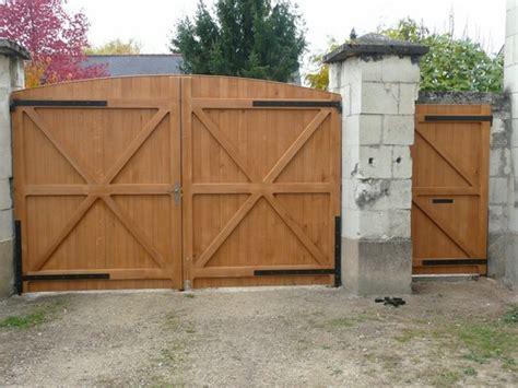 comment r 233 nover un portail en bois bricobistro