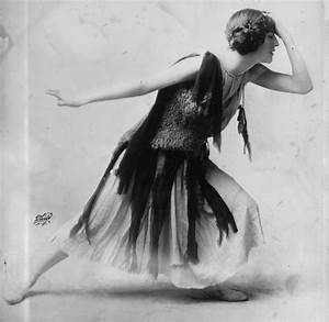 File:Violet Romer in flapper dress, LC-DIG-ggbain-12393 ...