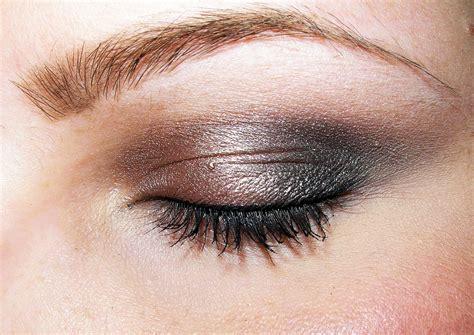 beauty reviews  britt smokey taupe eyeshadow