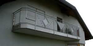 balkone aus edelstahl edelstahl balkongeländer mit senkrechten sprossen reglinggeländer sind