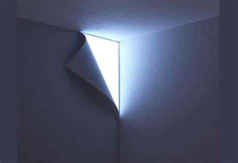 ефектна лампа за ъгъла