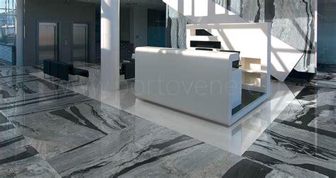 cuisine gris clair et blanc carrelage effet marbre en grès cérame porto venere