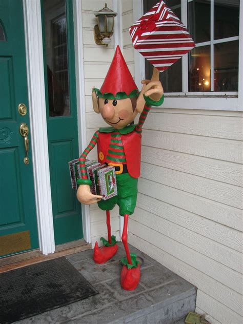 santas elves yard display  steps  pictures