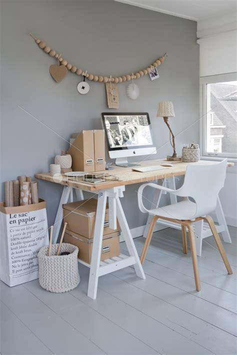 bureaux ikea bois bureau avec des tréteaux est 2 boites en bois ikea