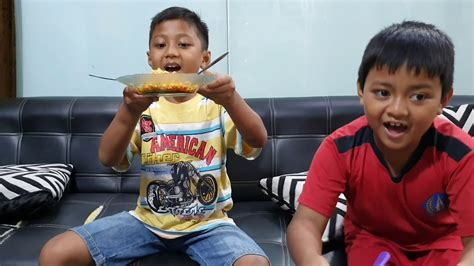 Challens Makan Mie Ayam Geprek Dalam Waktu Menit Youtube