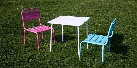 salon jardin enfant salon de jardin children table blanche et deux chaises et bleu pour enfant oogarden