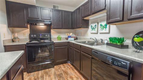 espresso kitchen cabinets with black appliances northfield commons apartments murfreesboro tn 9645