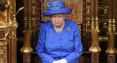 queen urges divided britons  seek common ground