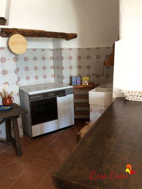 Einfamilienhaus Wohnkueche Mit Fruehstuecks Tresen by Die Gr 246 223 E Wohnk 252 Che Casa Erica In Stromboli