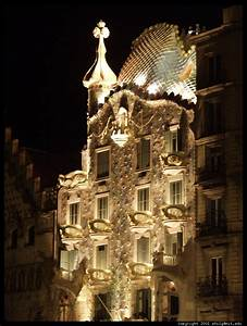 Pics For > Casa Mila At Night