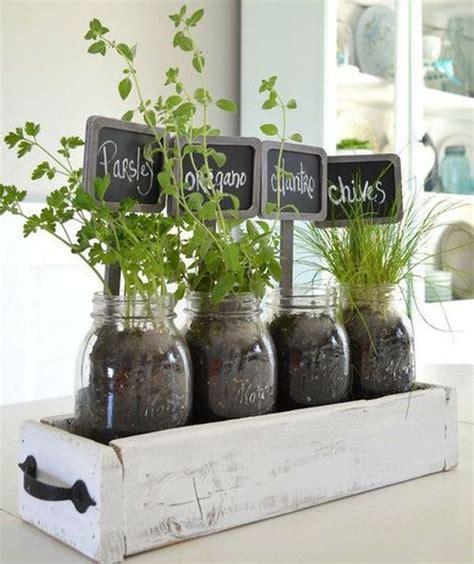 faire pousser en interieur herbes aromatiques 15 fa 231 ons astucieuses de les faire pousser en int 233 rieur