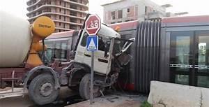Accident N20 Aujourd Hui : vid o l accident du tram de casablanca aujourd 39 hui le maroc ~ Medecine-chirurgie-esthetiques.com Avis de Voitures