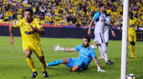Check them out on sambafoot! Qué canal transmite U. Católica vs. Barcelona SC por la ...