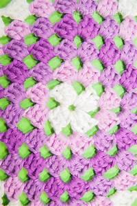 Granny Squares Muster : granny square klassisch im quadrat anleitung ~ A.2002-acura-tl-radio.info Haus und Dekorationen
