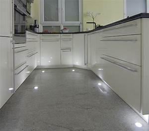 Moderne Fliesen Küche : granitfliese kashmir white kueche feinsteinzeug fliesen ~ A.2002-acura-tl-radio.info Haus und Dekorationen