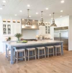 center islands in kitchens best 25 kitchen island seating ideas on white
