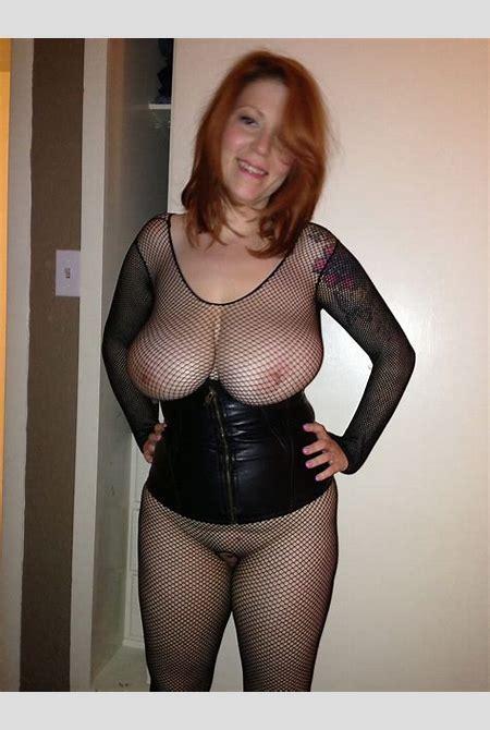 Wife Bucket | Nude selfies from busty MILF Jamie