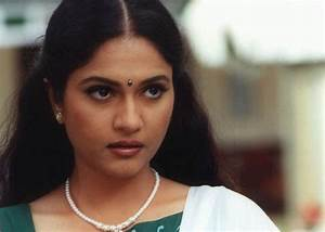 Gracy Singh Family Photos, Husband, Parents, Age, Height ...