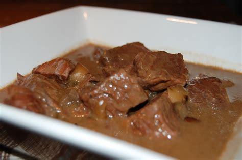 cuisiner un boeuf bourguignon boeuf bourguignon mijoteuse recettes du québec