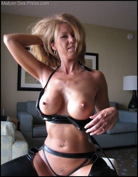 Enjoyed Hard Nipples MILF Espression - Mature-Sex-Press