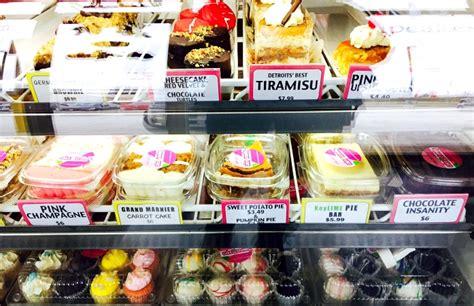 sweet treats  southfield michigan  cake crumbs bakery