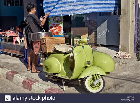 vespa mit beiwagen italian vespa motorcycle stockfotos italian vespa motorcycle bilder alamy