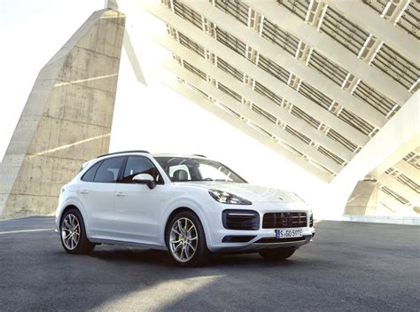 cayenne  hybrid porsches   hp suv arrives