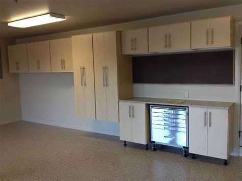 Garage Cabinets: Make Your Garage Look Neater