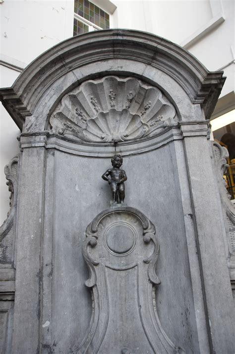 File:Manneken-pis-Brussel.jpg - Wikimedia Commons