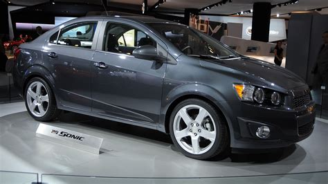 chevrolet sonic hits magic mark  mpg highway rating